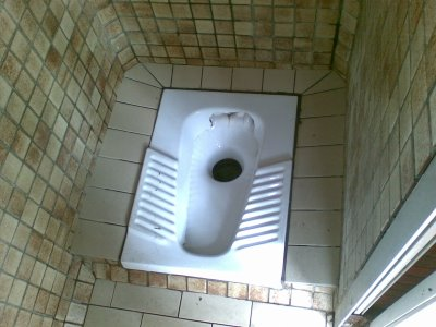 thailand gaat de hurk toiletten upgraden naar sit down toiletten. Black Bedroom Furniture Sets. Home Design Ideas